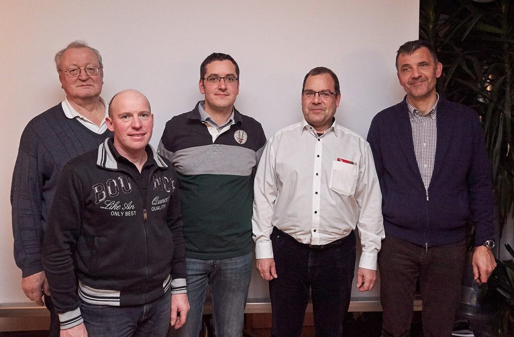 Der neue Vorstand: von links nach rechts: IN3ROL, IN3EID, IW3BTW, IW3AMQ, IN3DOV